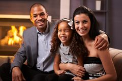 Portret szczęśliwa różnorodna rodzina w domu Obrazy Royalty Free