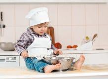 Portret szefa kuchni fartuch i kapelusz troszkę zdjęcia royalty free