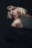 Portret tajemnicza ładna kobieta przy nocą Zdjęcie Stock