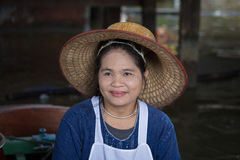 Portret Thaise vrouw in Taling Chan Floating Market Bangkok, Thailand stock fotografie