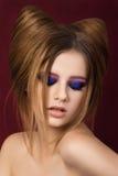 Portret toung ładna dziewczyna z śliczną kotów ucho fryzurą Fotografia Stock