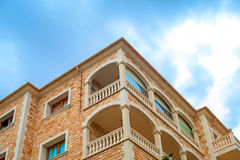 Portret tropikalny budynek mieszkaniowy Zdjęcia Stock