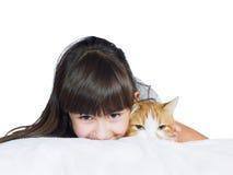 Portret twarzy dziecka dzieciaka dziewczyny śmieszna caucasian siostra z czerwienią Fotografia Stock