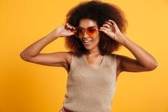 Portret uśmiechnięta afro amerykańska kobieta Obraz Royalty Free