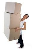 Portret uśmiechnięta bizneswomanu przewożenia sterta kartony Zdjęcie Stock
