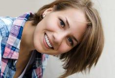 Portret uśmiechnięta dziewczyna Zdjęcia Stock