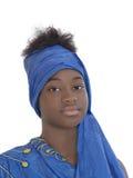 Portret uśmiechnięta dziewczyna jest ubranym błękitnego chustka na głowę, odizolowywający Zdjęcia Royalty Free