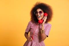 Portret uśmiechnięta szczęśliwa afro amerykańska kobieta Obraz Stock