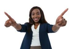 Portret uśmiechnięty bizneswoman używa interfejsu ekran Obraz Royalty Free