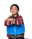 Portret Uśmiechnięty Little Boy obsiadanie na krześle Zdjęcia Stock
