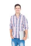 Portret uśmiechnięty męski uczeń trzyma laptop Zdjęcia Stock