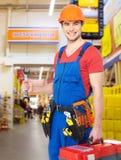 Portret uśmiechnięty pracownik z narzędziami fotografia stock