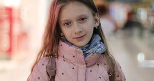 Portret uczennica w centrum handlowym zbiory