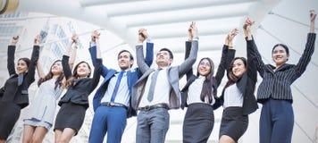 Portret ufni ludzie biznesu grupowej pozyci w rzędzie Zdjęcie Stock