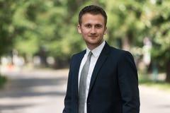 Portret Ufny biznesmen Outside W parku obrazy royalty free