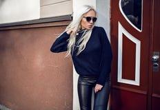 Portret urocza dziewczyna outside Zdjęcia Stock