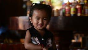 Portret urocza mała Kambodżańska dziewczyna zdjęcie wideo
