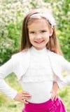 Portret urocza uśmiechnięta mała dziewczynka fotografia royalty free