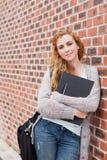 Portret uroczy studencki mienie jej segregator Fotografia Royalty Free