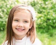 Portret uroczy uśmiechnięty mały gira zdjęcie royalty free
