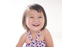 Portret van 2 éénjarigenmeisje, het Glimlachen gezicht op heldere witte achtergrond Stock Afbeelding