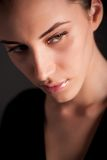 Portret van aantrekkelijk melancholisch donkerbruin meisje Stock Afbeeldingen