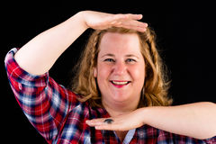 Portret van aantrekkelijke Europese lichte overweighted rode haired stock fotografie