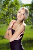 Portret van aantrekkelijke jonge vrouw stock fotografie