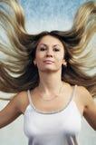 Portret van aantrekkelijke mooie jonge vrouw Royalty-vrije Stock Foto's