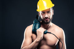 Portret van aantrekkelijke shirtless werkman met boor stock fotografie