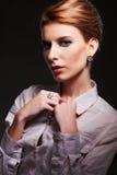 Portret van aantrekkelijke vrouw Stock Foto's