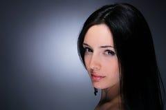 Portret van aantrekkingskrachtvrouw Stock Foto's