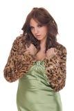Portret van aantrekkingskrachtvrouw in groene kleding Royalty-vrije Stock Foto's