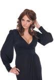 Portret van aantrekkingskrachtvrouw in zwarte kleding Royalty-vrije Stock Foto