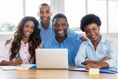 Portret van Afrikaans Amerikaans commercieel team op kantoor royalty-vrije stock foto