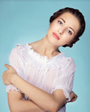 Portret van al vrouwelijk model op witte achtergrond Stock Fotografie
