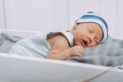 portret van baby van de slaap de onschuldige zuigeling stock foto