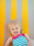 Portret van baby met de room van het zonblok op neus royalty-vrije stock afbeelding