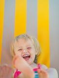 Portret van baby met de room van het zonblok op neus royalty-vrije stock afbeeldingen