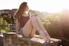 Portret van ballerina op het dak Stock Afbeelding