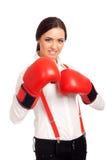Portret van bedrijfsvrouw die bokshandschoenen dragen Stock Foto