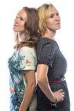Portret van bevindende vrouwen op witte achtergrond Royalty-vrije Stock Afbeelding