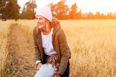 Portret van blije vrouw stock afbeeldingen
