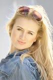 Portret van blond meisje Stock Afbeeldingen