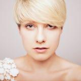 Portret van blonde vrouw stock foto