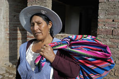 Portret van Boliviaanse vrouw in traditionele kleding Stock Foto