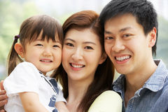 Portret van Chinese Familie met Dochter in Park stock foto