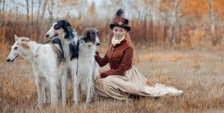 Portret van Dame met Russische borzoy honden royalty-vrije stock afbeeldingen