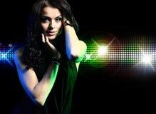 Portret van dansend meisje op disco Royalty-vrije Stock Afbeelding