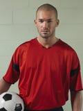 Portret van de Bal van de Voetballerholding Royalty-vrije Stock Fotografie